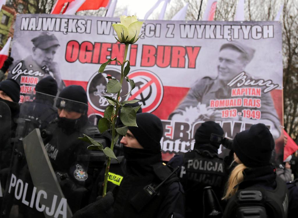 """Hajnówka protestuje: """"Bury"""" nie jest i nie będzie naszym bohaterem. """"To był morderca"""" [RELACJA ]"""