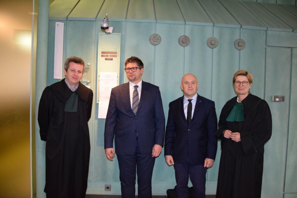 Wojciech Łączewski (drugi z lewej) i jego obrońcy. Fot. Mariusz Jałoszewski