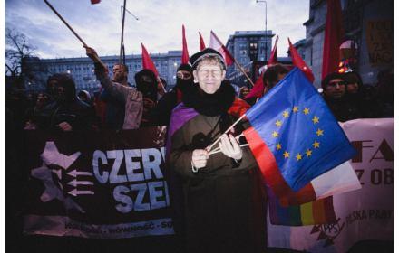 Wolność i równość zamiast nacjonalizmu. 11 listopada antyfaszyści szli w tanecznym pochodzie