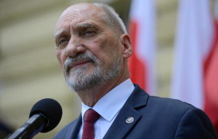 Macierewicz wyklucza z państwa swoich marzeń: zwolenników UE, klientów IKEI i kolegów z partii