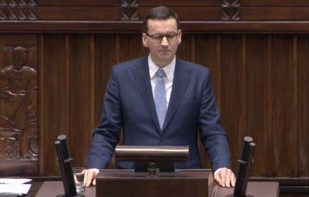 Premier w exposé: opieramy się na dialogu społecznym. Eksperci: 60 proc. ustaw bez konsultacji