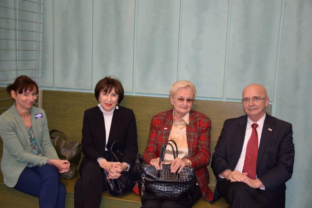 Od prawej siedzą prof. Mirosław Wyrzykowski, prof. Ewa Łętowska, sędzia Alina Czubieniak, sędzia Ewa Malinowska z Warszawy.