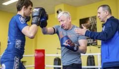 Prezyden Jacek Jaskowiak trenog boksu