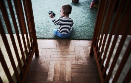 1300 dzieci w wieku poniżej 7 lat niezgodnie z prawem przebywa w domach dziecka. Polska się nie uczy