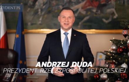 """Duda obwieszcza, że Polska """"przełamuje kolejne bariery niemożności"""", Merkel ostrzega o klimacie. Orędzia na 2020"""
