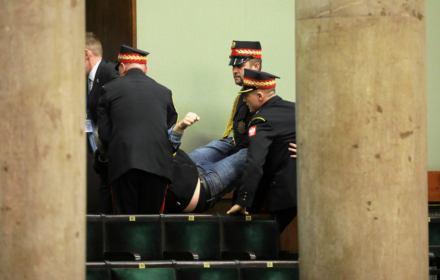 Spełniłem rolę Rejtana obywatelskiego - mówi OKO.press. Straż Marszałkowska wyniosła go bez ostrzeżenia