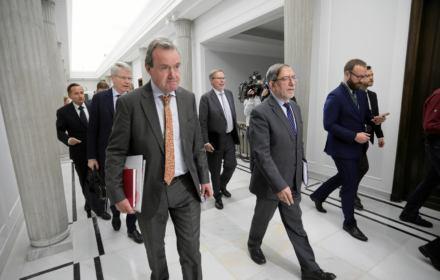 """Miażdżąca opinia Komisji Weneckiej o ustawie """"kagańcowej"""": """"Dalsze ograniczenie niezależności sądów"""""""