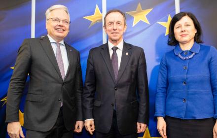 """Grodzki w Brukseli, PiS się złości: """"Nie było uzgodnienia z Radą Ministrów"""". Nie musiało być"""