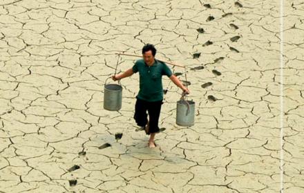 Szczyt w Davos. Raport na koniec świata: ekstremalne upały, brak wody, zagłada roślin i zwierząt