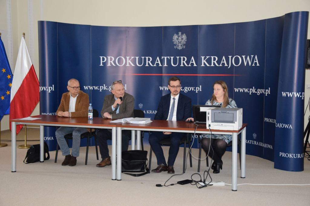 Krzysztof Parchimowicz i jego obrońcy na sali
