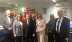 Jacek Kurski w sztabie wyborczym PiS, wieczór wyborczy 13 października 2019, zdjęcie z konta Beaty Mazurek na Twitterze