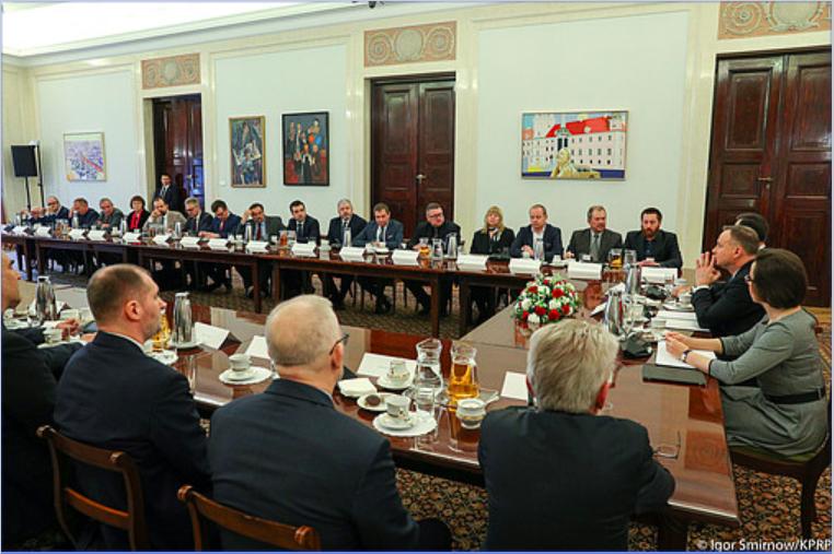 Prezydent Andrzej Duda konsultuje podpisanie ustawy abonamentowej z przedstawicielami ośrodków regionalnych TVP i Polskiego Radia, 27 lutego 2020, fot. Igor Smirnow, KPRP