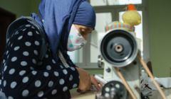 Maseczki antywirusowe szyte przez uchodźczynie