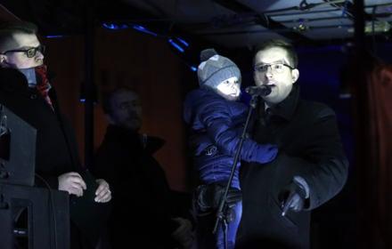 Polskie Babcie i młoda lewica protestowali przeciw nacjonalistom w święto Żołnierzy Wyklętych