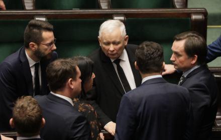 """Sondaż OKO.press: TSUE ma prawo zatrzymać """"reformy sądownictwa"""". Wyborcy PiS się radykalizują"""