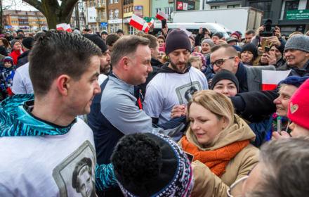 """Andrzej Duda biegł """"tropem wilczym"""". Publiczność zaatakowała Lotną Brygadę Opozycji"""