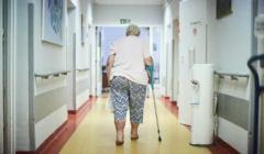 Koronawirus - ryzyko śmierci wzrasta wraz z wiekiem i chorobami przewlekłymi