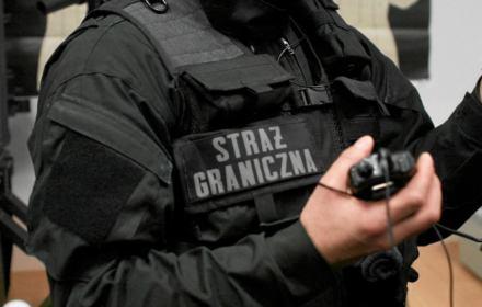 Hańba na Okęciu. Deportowano 21-letnią Czeczenkę, Straż Graniczna zignorowała posłów i pełnomocników