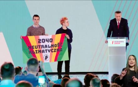 Tytus Kiszka i Asia Kołakowska z Młodzieżowego Strajku Klimatycznego podczas konwencji prezydenckiej Małgorzaty Kidawy-Błońskiej, 29 lutego 2020