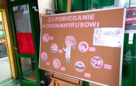 Koronawirus: Edukacja w Polsce odbywa się online
