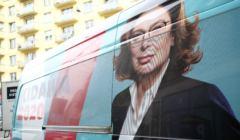 Bus z plakatem Kidawy - Błońskiej