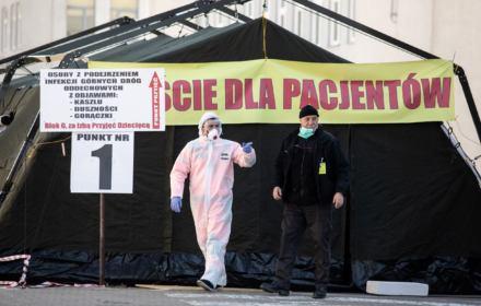 Dwie prognozy epidemii do Wielkanocy: żółta i czerwona [PORÓWNANIE 8 KRAJÓW]