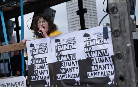 """Ruszyła Manifa """"Feminizm dla Klimatu, Klimat na Antykapitalizm"""". Relacja OKO.press"""