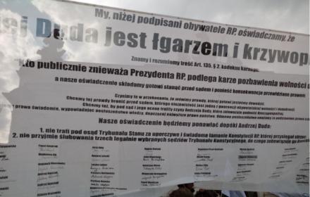 """Obywatele RP """"z premedytacją znieważają Dudę. Bo to on znieważa godność Rzeczypospolitej"""""""