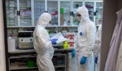 Test na koronawirusa przeprowadzany w laboratorium