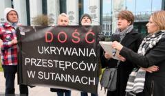 Agnieszka-Ziolkowska-czyta-petycje-w-sprawie-kasacji Chrystusowców