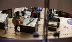 Ratowanie gospodarki - czy muszą za nie zapłacić najbiedniejsi?