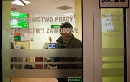 Pracę może stracić aż 2,6 mln Polaków. Dochód solidarnościowy potrzebny od zaraz [ANALIZA]
