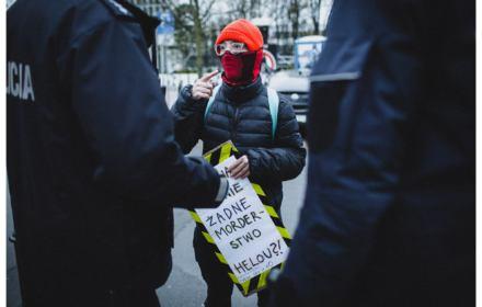 Policja karze za prostest pod Sejmem. Mandaty dla Strajku Kobiet w czasie epidemii