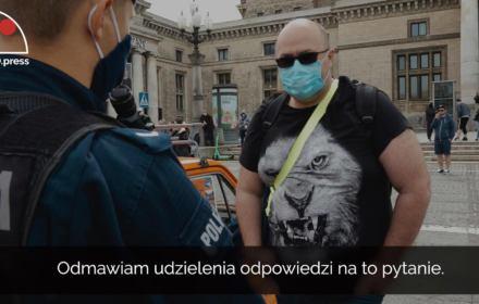 Pojedynek obywatela z Policją pod Pałacem Kultury