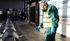 Samorządy w obliczu kryzysu. Pracownicy odkazaja poczekalnie z powodu epidemii koronawirusa