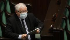 Jarosław Kaczyński w maseczce na sali sejmowej