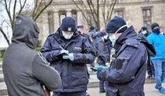 Policja spisuje uczestników protestów, Sanepid karze - 3 tys. kar za 15 mln i