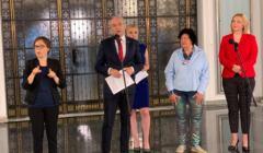 Robert Biedroń, Joanna Scheuring-Wielgus, Joanna Senyszyn i Bożena Przyłuska na konferencji w Sejmie poświęconej projektowi ustawy