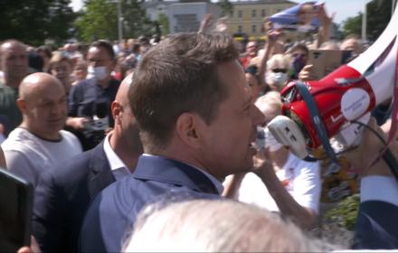 Trzask-prask. Kamera OKO.press na wiecach Trzaskowskiego