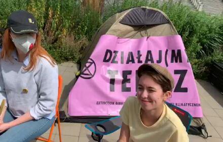 Z wizytą u głodujących pod siedzibą Telewizji Polskiej