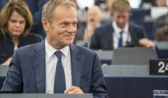 1280px-Donald_Tusk_presents_EU_summit_conclusions_for_last_time_(48942190338)