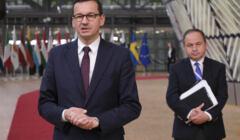 Mateusz Morawiecki i Konrad Szymański na szczycie budżetowym UE