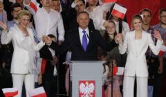 Andrzej Duda, Agata Kornhauser-Duda i Kinga Duda na wieczorze wyborczym 12 lipca