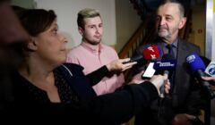 Sąd uznał, że kierowca Seicento, Sebastian Kościelnik jest winny spowodowania wypadku z udziałem premier Beaty Szydło. Na zdjęciu razem z jego obrońcą mec. Władysławem Pociejem.