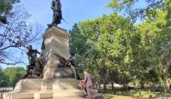 Obalanie pomników nasi bohaterowie maja krew na rękach