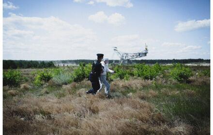Aktywiści klimatyczni nielegalnie przetrzymywani przez policję. Użyto wobec nich siły i koni