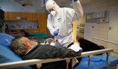 Chory na oddziale zakaźnym - trzecia fala epidemii
