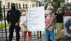 Protest bylych funkcjonariuszy w dniu ogloszenia wyroku TK ws. ustawy dezubekizacyjnej