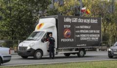 Homofobiczna furgonetka na ulicach miasta