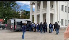 OMON zatrzymuje dziennikarzy w Mińsku
